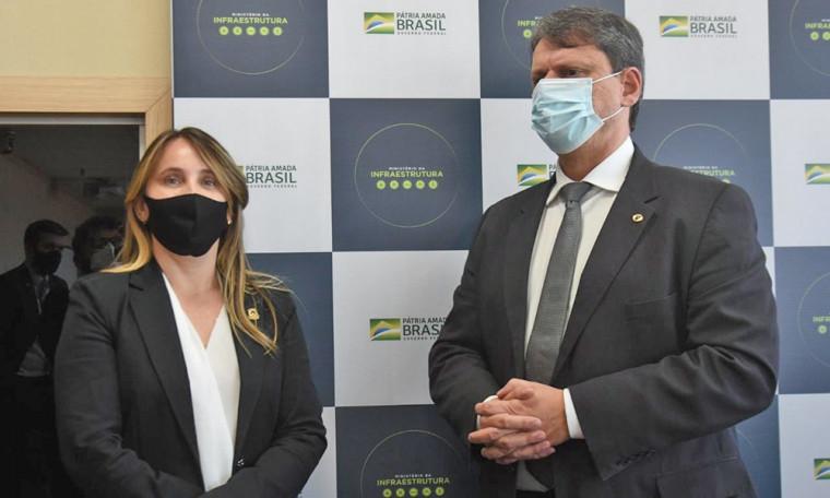 Secretária Juliana Passarin com ministro Tarcísio Freitas