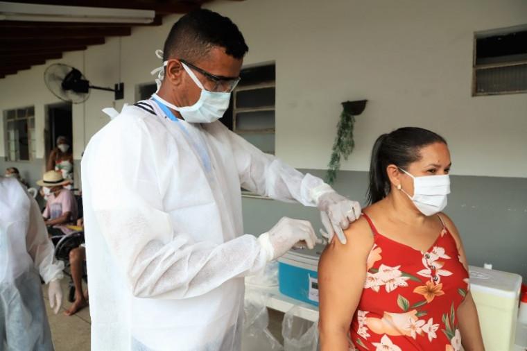 143 pessoas foram vacinadas no segundo dia