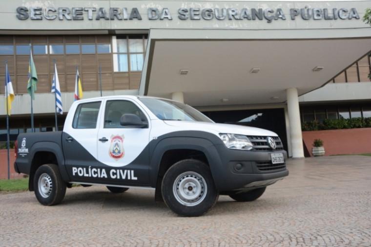 Viatura da Polícia Civil na frente da Secretaria da Segurança Pública