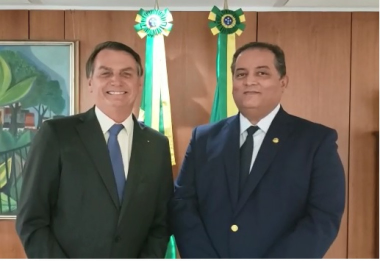 Presidente Bolsonaro e senador Eduardo Gomes, seu líder no Congresso Nacional