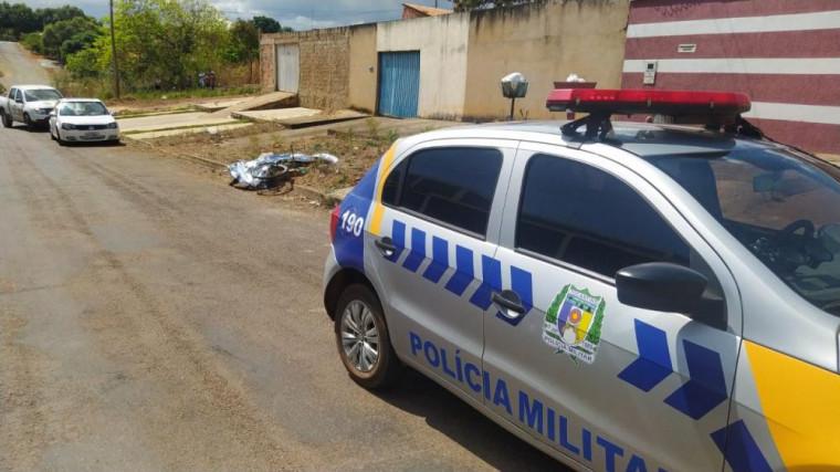 Moradores do bairro acionaram a Polícia Militar e informaram sobre um possível homicídio