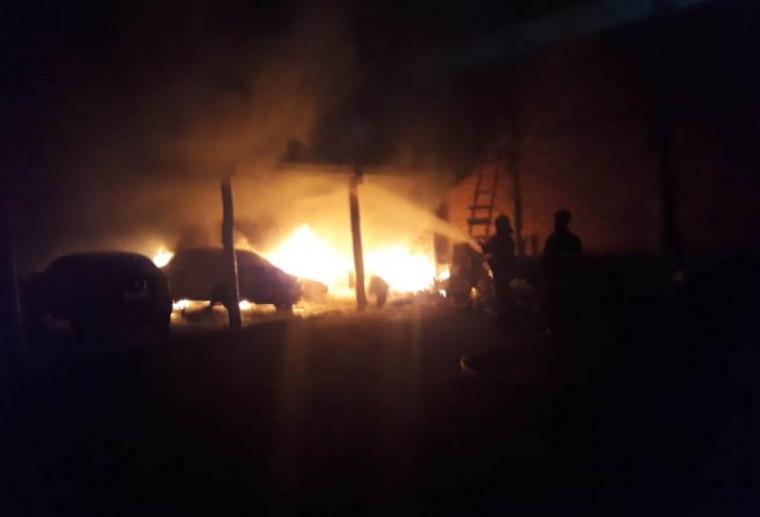 Bombeiros controlaram as chamas