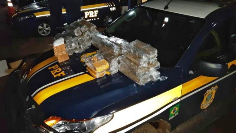 O caminhão que estava com as drogas foi apreendido