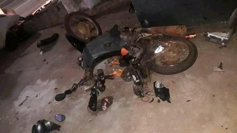Motocicleta do MC Alex após o acidente