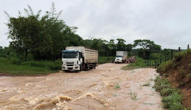 No Rally das águas, tráfego na TO 239 fica inviável com a chuva.