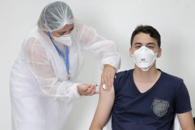 Paciente sendo vacinado