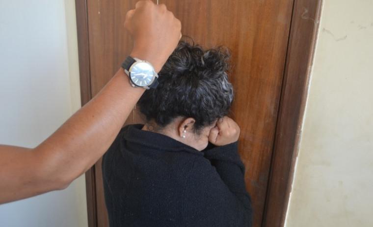 Mulher sendo agredida