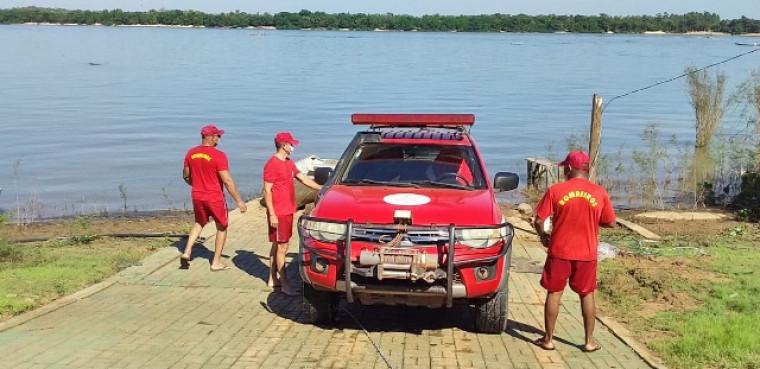 Buscas foram feitas por uma equipe de mergulhadores dos bombeiros