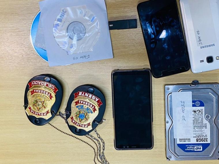 Operação apreendeu celulares, CDs e HD de computador