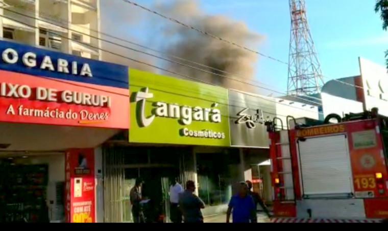 A ação dos bombeiros impediu que o fogo se alastrasse e causasse uma tragédia
