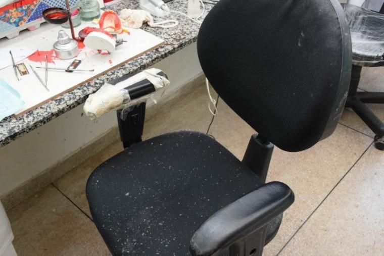 Cadeira danificada