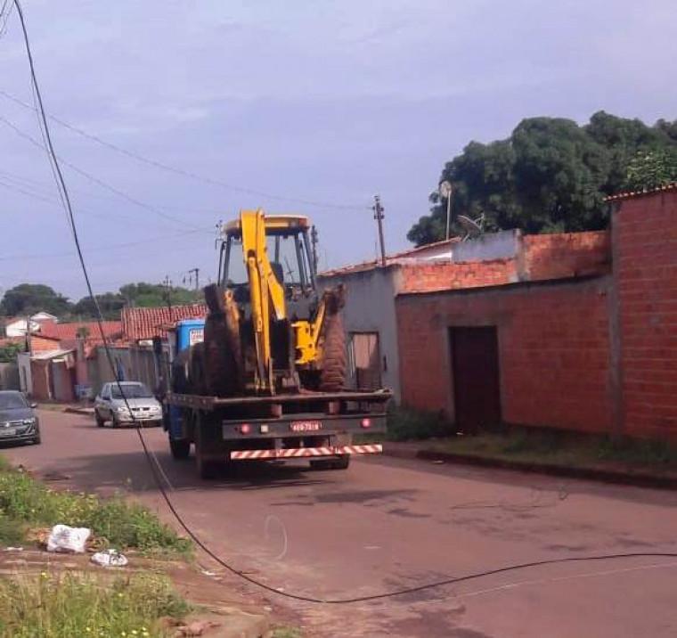 Caminhão que derrubou os postes