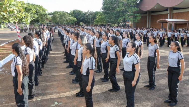 Estudantes de Colégio Militar